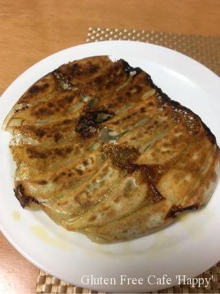 今日は夜もグルテンフリーな食事で、米粉の餃子でぇす(^_−)−☆